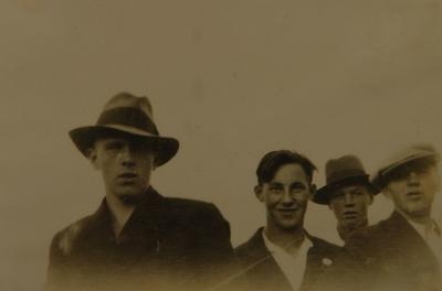 Fire unge menn