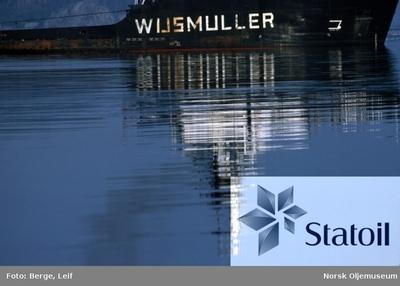Slepebåten Wusmuller lager fin kveldsstemning og gjenskinn i vannet
