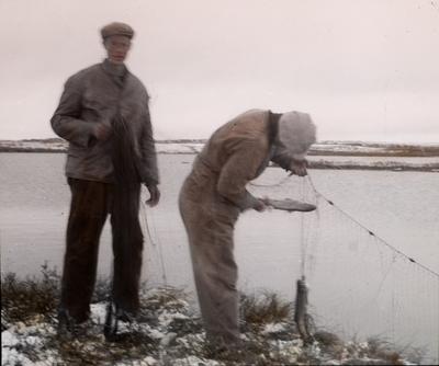 Fra foredragsrekken Landmålerlivet i Finnmark v/Axel Printz : Garnet trekkes efter stormnatten i Guorgga