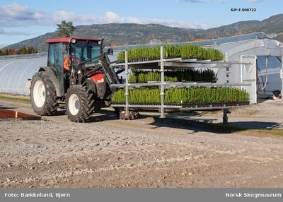 Traktor med lesseapparat