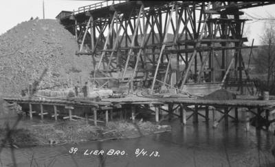 Bygging av ny jernbanebru i Lier i 1913