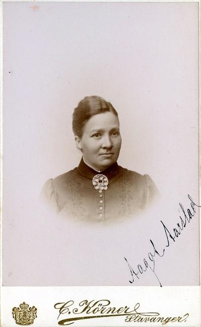 Aagot Mathilde Aarstad, telegrafistinne på Stavanger stasjon