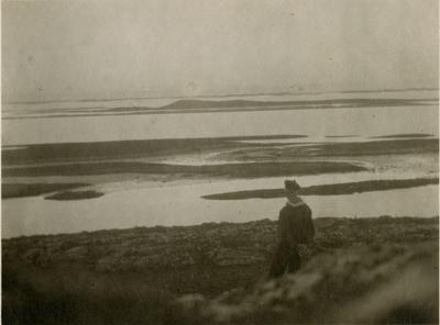 Matros i land med utsikt til Lofotveggen