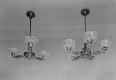 M.A. Hansen, Glassmagasin Olav Trygvasons gt. 2 fot. 2 lyskroner sammen
