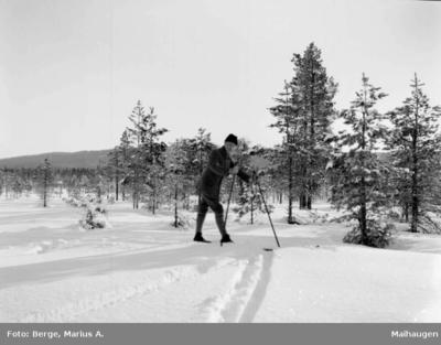 Lærer Oskar Opheim på ski