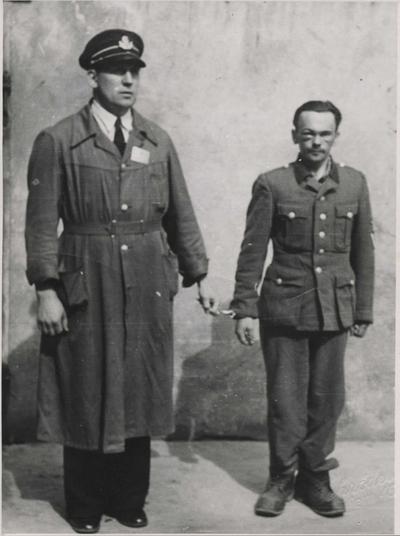 Henry Oliver Rinnan og fengselsbetjent