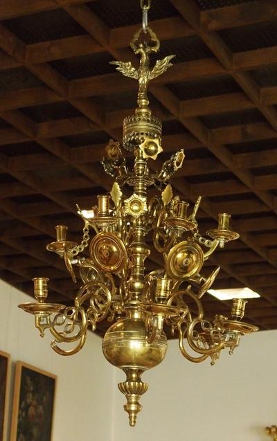 Lysekrone med balusterformet stamme