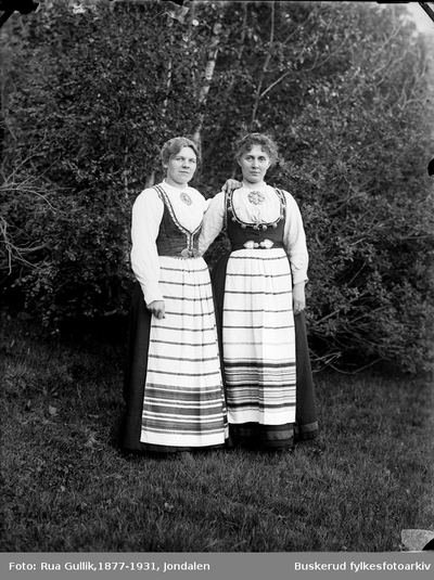 Mari Haftsen og Fru Heggen