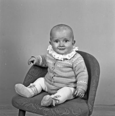 Portrett spebarn og portrett av ei lita jente - bestiller Johannes Risøy
