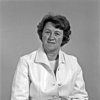 Portrett kvinne - bestiller Klara Flotve
