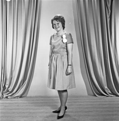 Portrett 2 unge kvinner - bestiller Gerd Lillian Sørbø