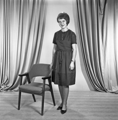 Portrett ung kvinne - bestiller Anny Kydtland