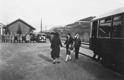 Kronprinsesse Märtha tas imot på Løkken stasjon under kronprinsparets besøk på Løkken Verk i 1929