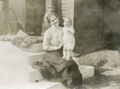 Leonie Petersson og sonen Klaus Petersson