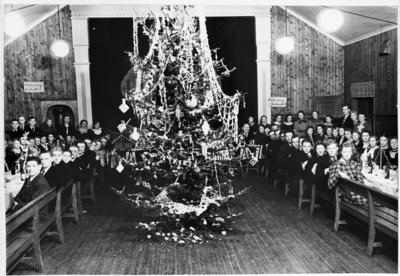 Juletrefest på Kihlegården for de ansatte ved Landheim Veveri på Skreia 1937