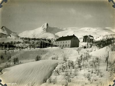 Glomfjord. Funksjonærboliger.