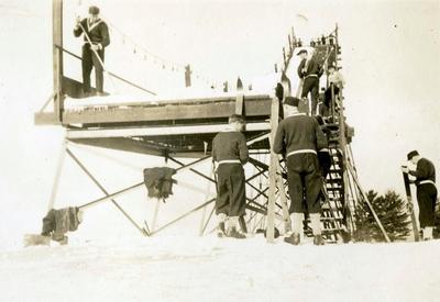 Forberedelser under hopprenn i OL i Lake Placid