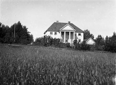 Hovedbygningen på Kjølseth (østre) i Østre Toten