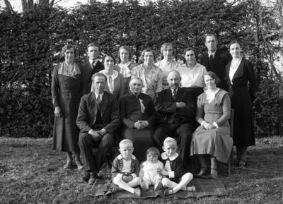 Medlemmer av familien Lunde på gården Lunde