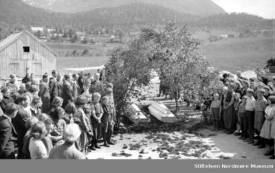 Begravelse med følge på Eidsvåg