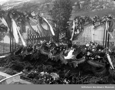 Foto fra begravelsen til Gudrun Barman Lossius