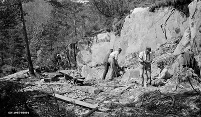 Fjellsprenging under skogrekruttskolen på Ulven i Os i Hordaland sommeren 1932