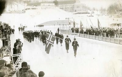Det norske OL-laget under åpningsseremonien i Lake Placid