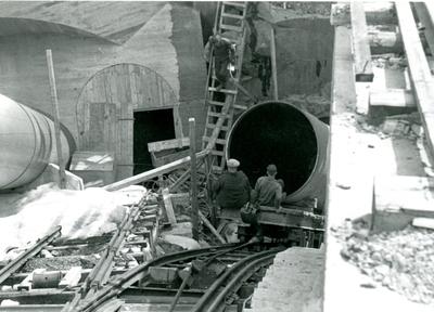Rørgatemontering på Rud kraftstasjon i Hol
