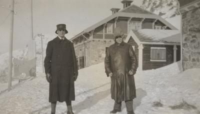 Baneinspektør Robert Lorange og banemester Nils Romslo på Myrdal stasjon