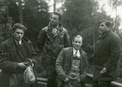 Sigmund Ruud med venner et sted i Europa