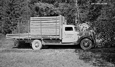 Transport av cellulosekubb med lastebil