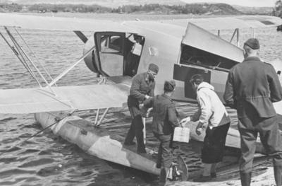 Flyver Hans Grøn Lund ved ambulanseflyets avgang til Nord-Norge