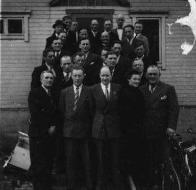 Berg og Torsken Herredsstyre foran kommunehuset på Skaland 1950
