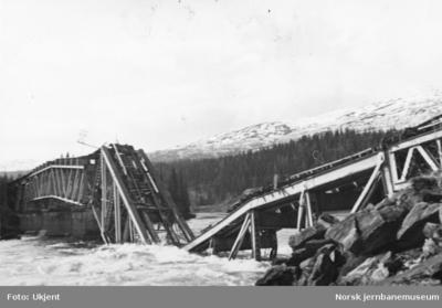 Bru over Vefsna ved Kvalfors etter sprengning 1940