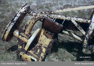 Nærbilde av grøftefres som ble brukt til å etablere grunne eller halvdjupe grøfter i myr