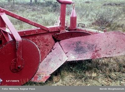 Spesialkonstruert planteplog for bruk på noenlunde tørrlagt torvmark