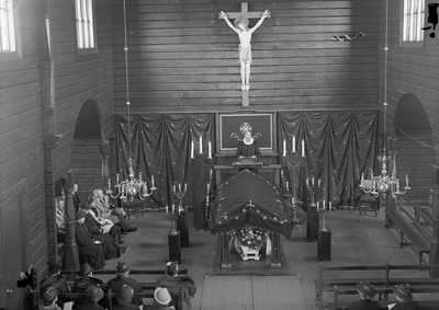 Enke Østbyes begravelse