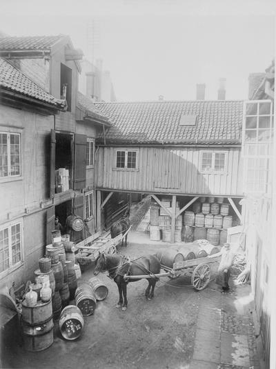 Gårdsplass Sverres gt. 1