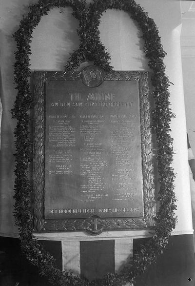Minnetavlen over falne sjømenn avduket på Nordenfjelske 17 mai