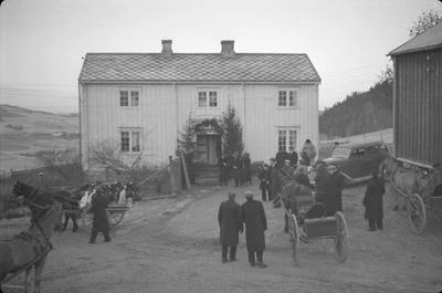 Begravelse hos Krangsaas, Børsa (fra gårdsplassen)