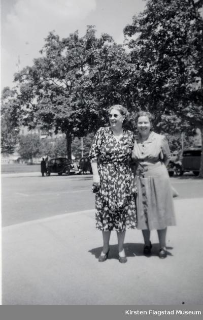 Kirsten Flagstad og hennes venninne Caryl Beckwith i USA