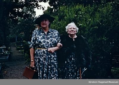 Kirsten Flagstad sammen med sin mor Marie Flagstad