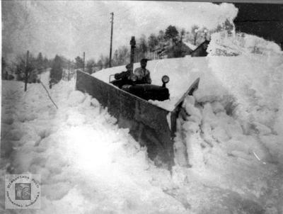 Brøyting snøvinteren 1952 på Breland i Øyslebø