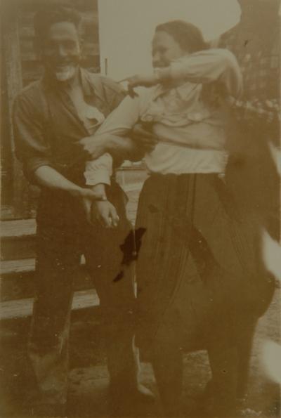 To unge menn og en ung kvinne