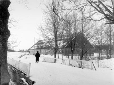 Godseier Valheim på broen over vollgraven på Elingaard