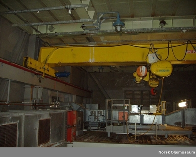 Gantry crane above turbines