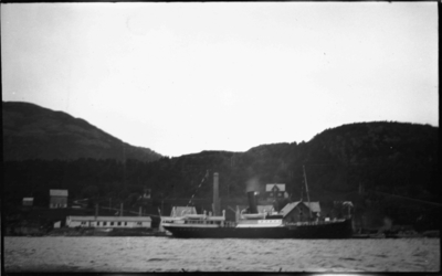 Rutebåt til kai i Askvoll