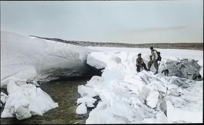 Fra foredragsrekken Landmålerlivet i Finnmark v/Axel Printz : Over sneporten ved Jiegnajokka-Iselva