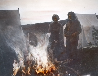 Fra foredragsrekken Landmålerlivet i Finnmark v/Axel Printz : Aften ved leirbålet