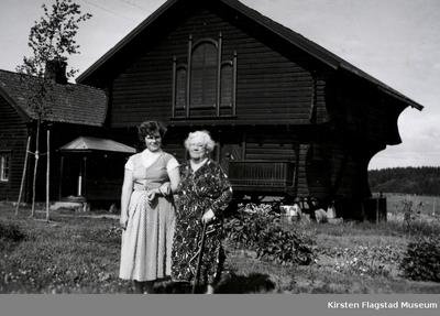 Kirsten Flagstads mor Marie Flagstad besøker sitt barndomshjem